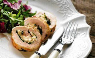 Куриный рулет с козьим сыром и вялеными помидорами
