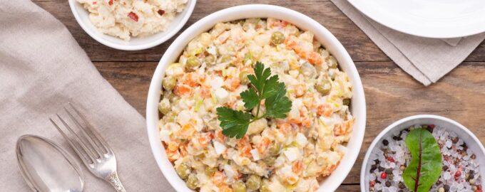 Овощные салаты с селедкой и курицей