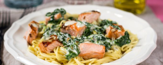 pasta with salmon and creamy spinach sauce