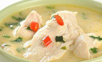 суп из курицы с кокосовым молоком