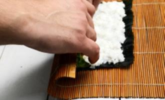 4 шаг крутим суши