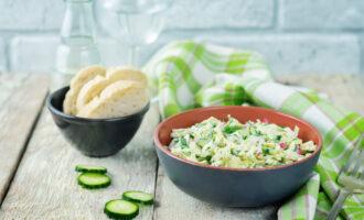 летний салат с йогуртом