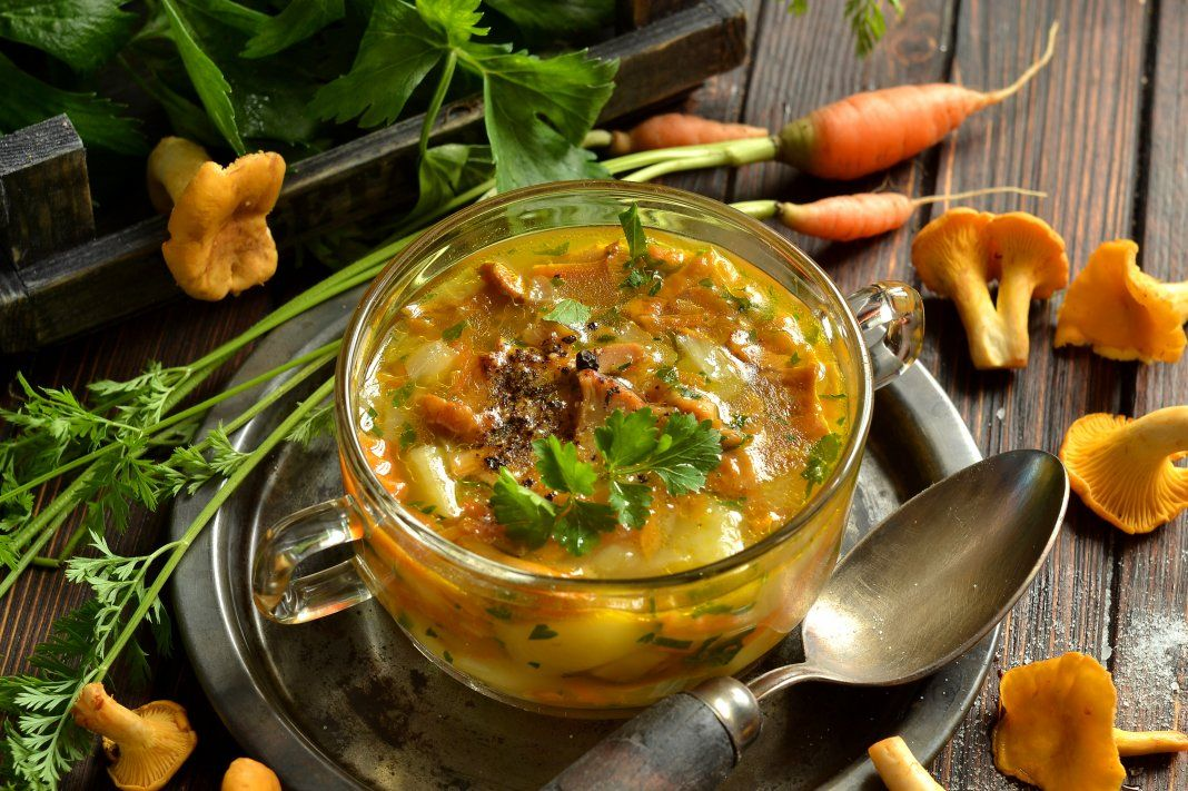 Суп ячменный с маринованными опятами и свежими лисичками