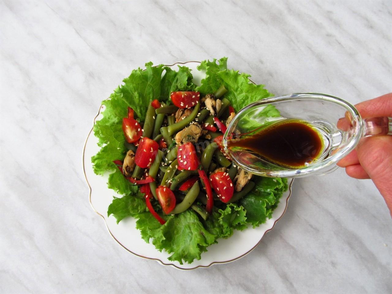 Салат фасоль мидии